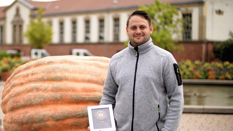 Björn mit seinem Riesenkürbis (Foto: SWR)