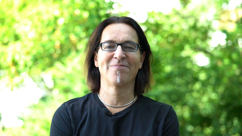 Christian Habekost erklärt Dutt (Foto: SWR)