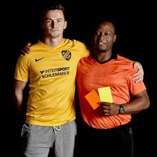 Entgegengesetzt – Schiedsrichter und Fußballer (Foto: SWR)