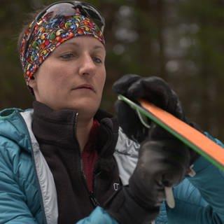 Jacqueline Fritz will eine Skitour gehen – mit einem Bein (Foto: SWR)