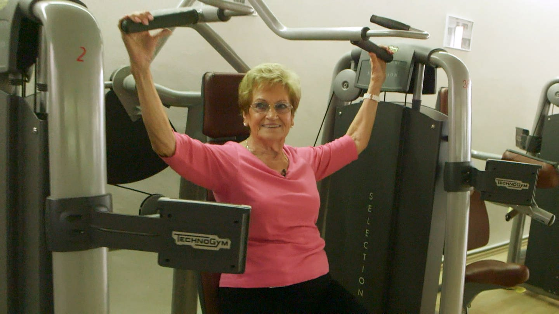 Lore Straßner stemmt mit 90 Jahren noch Gewichte im Fitnessstudio Ludwigshafen (Foto: SWR)