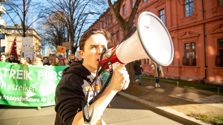Abiturient Maurice ist Mitorganisator der Fridays for Future Demo in Mainz. (Foto: SWR)