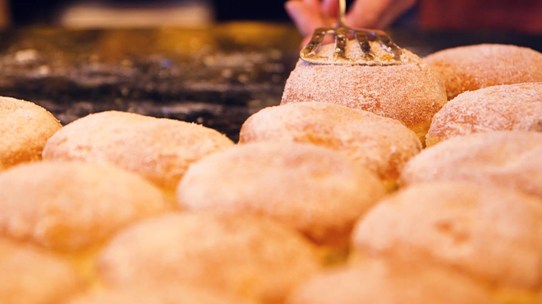 Kreppel Herstellung in einer Mainzer Traditionsbäckerei. (Foto: SWR)