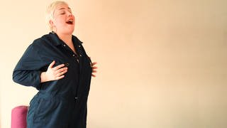 Sandra Wurster predigt Bodypositivity (Foto: SWR)