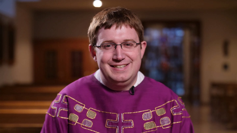 Junger Mann in Priestergewand (Foto: SWR)