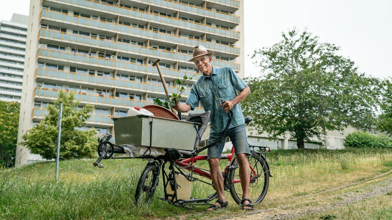Guerilla-Gärtner Reinhard will seine Stadt grüner machen (Foto: SWR)