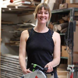 Susanne in ihrer Werkstatt (Foto: SWR)