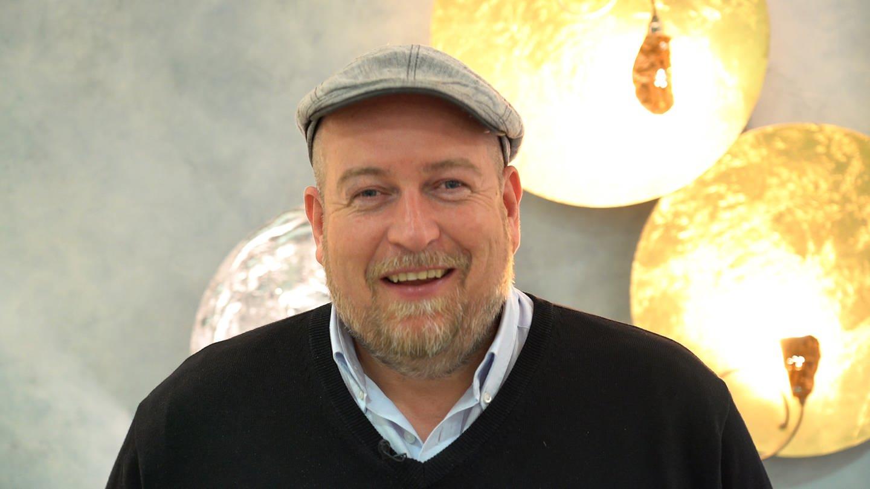 """Frank Brunswig ist facettenreich, wie die Gerichte auf seiner Speisekarte. Der gelernte Hotelkaufmann und Koch führte mehrere Restaurants und kocht seit 2010 für den SWR in der Sendung """"Marktfrisch""""."""