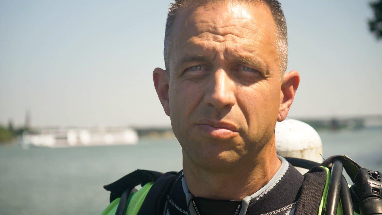 Jens Olschewski ist Feuerwehrmann und Rettungstaucher bei der Feuerwehr in Mainz (Foto: SWR)