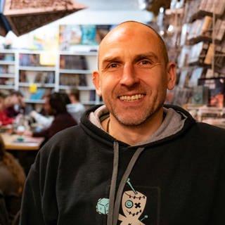 Spieleentwickler Martin arbeitet im Orcish Outpost in Mainz (Foto: SWR)