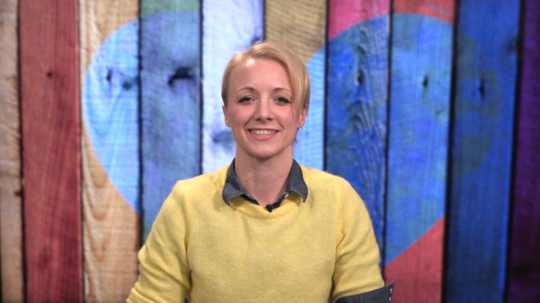SWR-Moderatorin Anna Lena Dörr präsentiert saarländische Mundart (Foto: SWR)