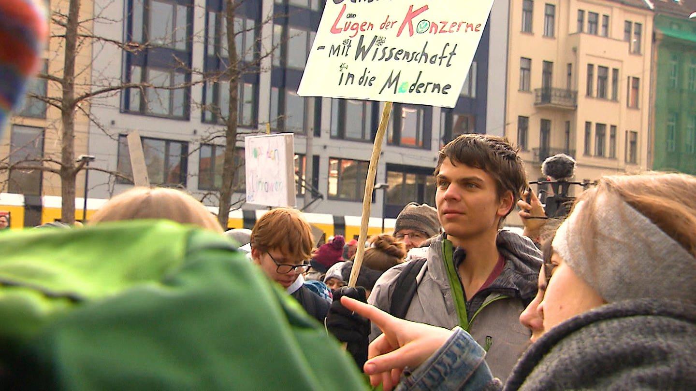 Student Sebastian Grieme Demonstriert in Mainz für das Klima (Foto: SWR)