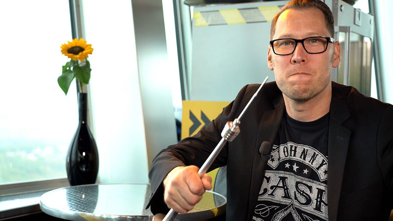 SWR1 Moderator Jochen Stöckle auf dem Fernsehturm bei der SWR1 Hitparade