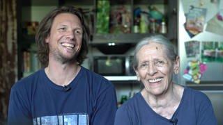 Doris und Thomas lachen in die Kamera (Foto: SWR)