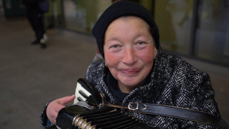 Straßenmusikerin Viktoria