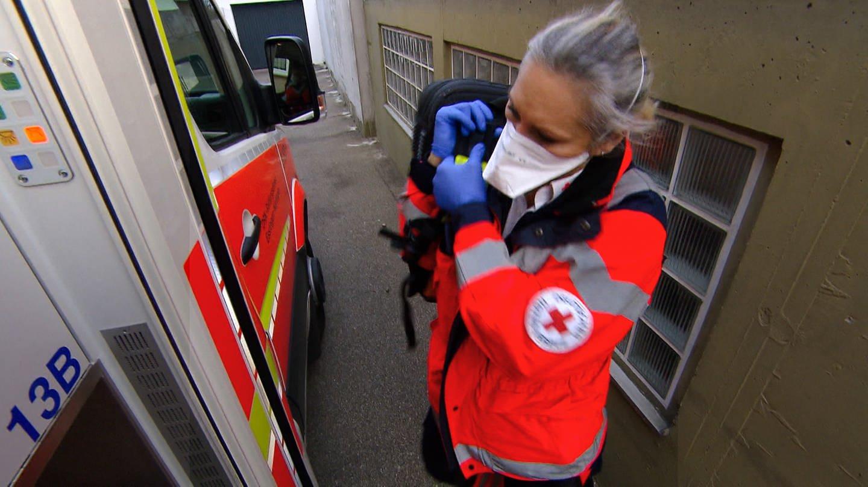 Notfallsanitäterin Nicole (Foto: SWR)