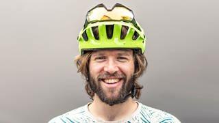 Patrick mit Fahrradhelm (Foto: SWR)