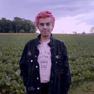 Mann steht auf einem Feld (Foto: SWR)