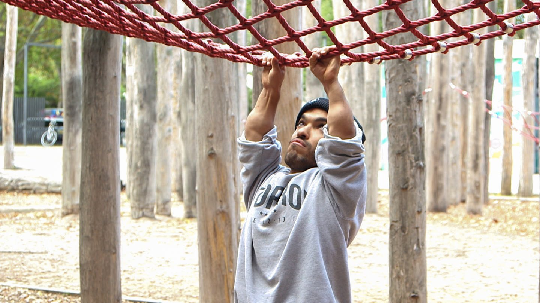 Parkour Sportler aus Mainz: Für Ihab Yassin ist seine Körpergröße kein Hindernis (Foto: SWR)