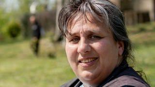 Altenpflegerin Annett im Park (Foto: SWR)