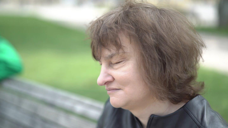 Bianka beantwortet 10 Tabu-Fragen an Blinde (Foto: SWR)