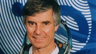Der ehemalige ESA-Astronaut Ulf Merbold in seinem Astronautenanzug. (Foto: picture-alliance / Reportdienste, dpa Bildfunk, Picture Alliance/Picture Alliance)