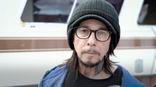 Dirty Mike ist Künstler und lebt in einem Wohnwagen (Foto: SWR)