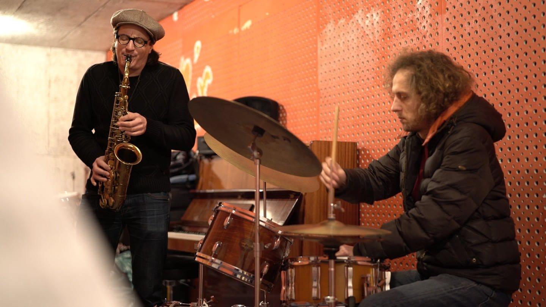 Magnus Mehl am Saxophon und Ferenc Mehl am Schlagzeug (Foto: SWR)