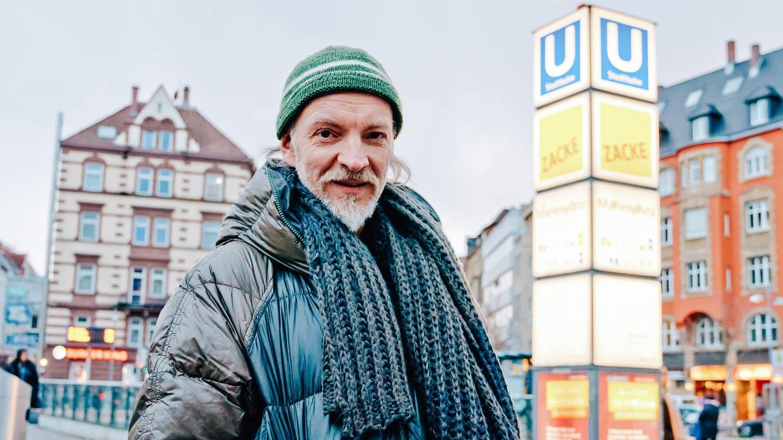 Porträt von Reiner, steht auf dem Marienplatz (Foto: SWR)