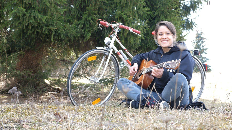 Elena mit ihrer Gitarre (Foto: SWR)