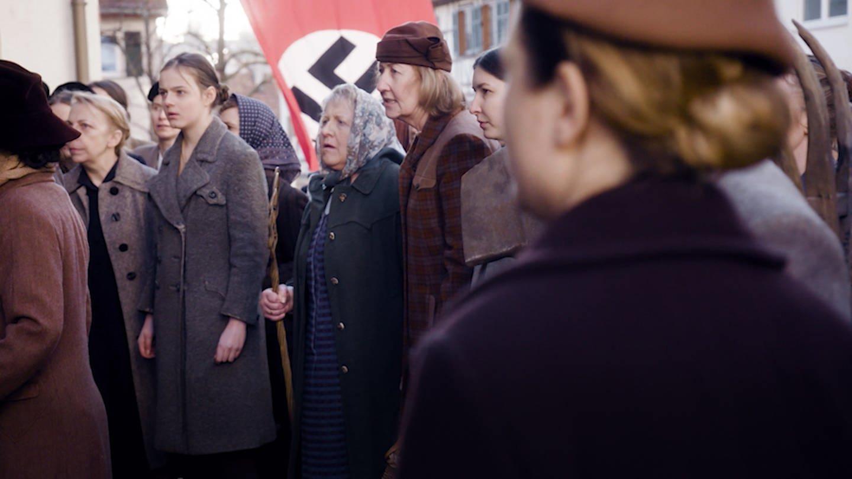 Die Pfullinger Frauen wehren sich gegen das Regiment des NS-Kommandanten Kieß (Foto: SWR)