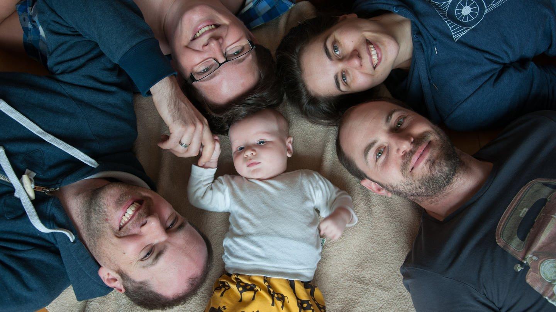 2 Schwule, 2 Lesben, 1 Sohn – 5 Tabufragen an eine Queer Family (Foto: SWR)