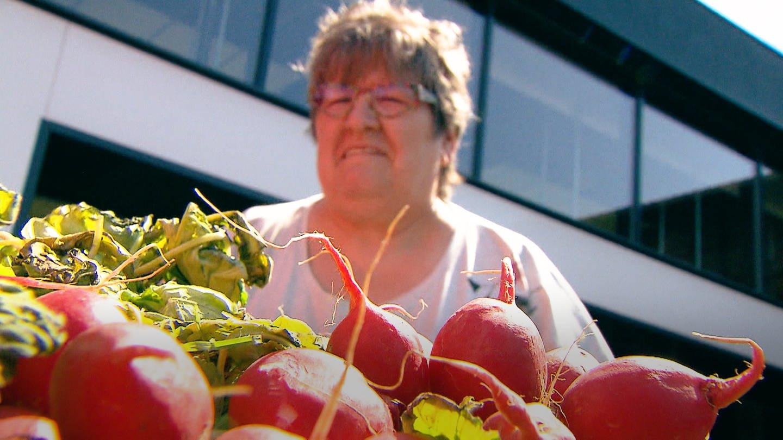Anne Olschewski rettet Lebensmittel (Foto: SWR)