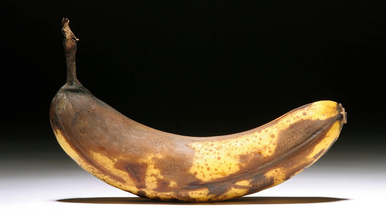 Banane mit braunen Verfärbungen (Foto: dpa Bildfunk, Picture Alliance)