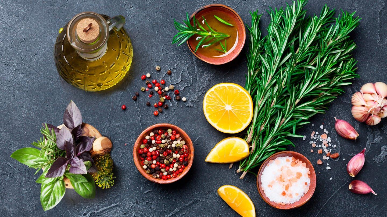 Montage von verschieden Zutaten für Rezepte (Foto: Getty Images, Julia Sudnitskaya, karandaev)