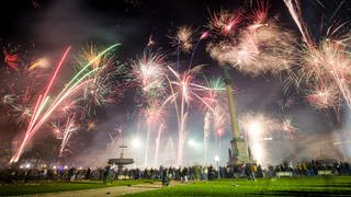 Feuerwerk Stuttgart Schlossplatz (Foto: picture-alliance / Reportdienste, Christoph Schmidt/dpa)