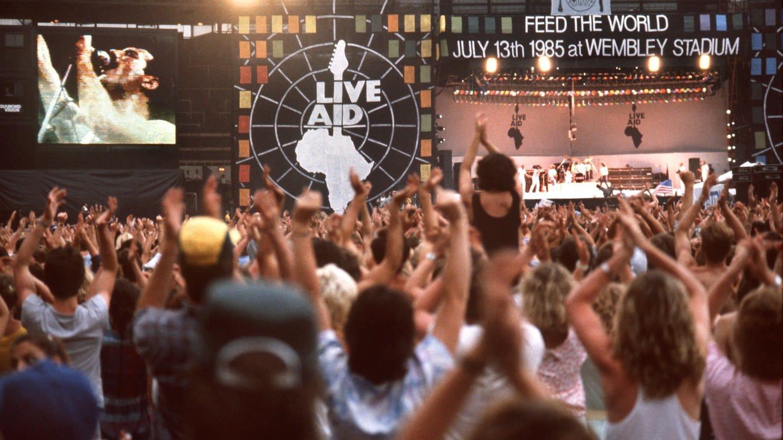 Die Fans jubeln während des Auftritts von