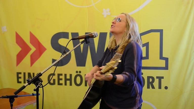 Melissa Etheridge bei der unplugged-Aufnahme am 17. April 2015 in SWR1 Baden-Württemberg