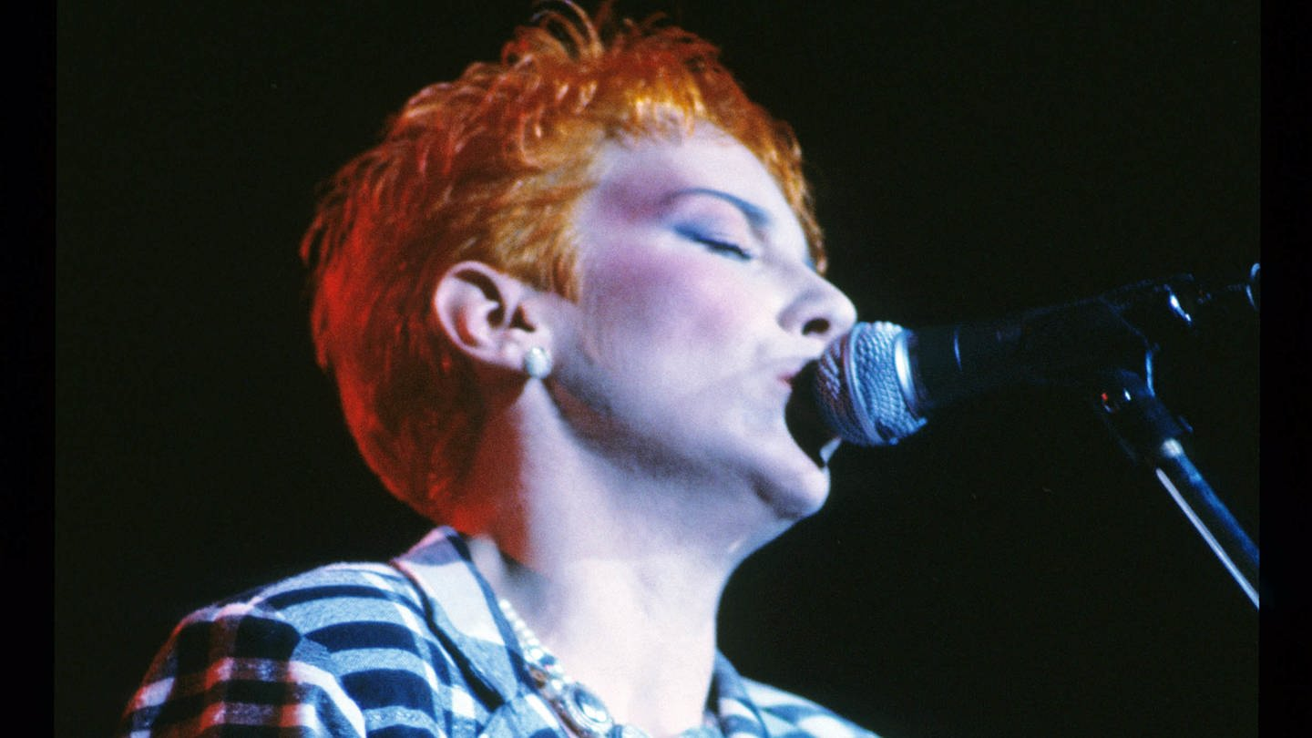 Annie Lennox von den Eurythmics damaliges Markenzeichen: kurze rote Haare. (Foto: picture-alliance / Reportdienste, picture alliance / Jazz Archiv)