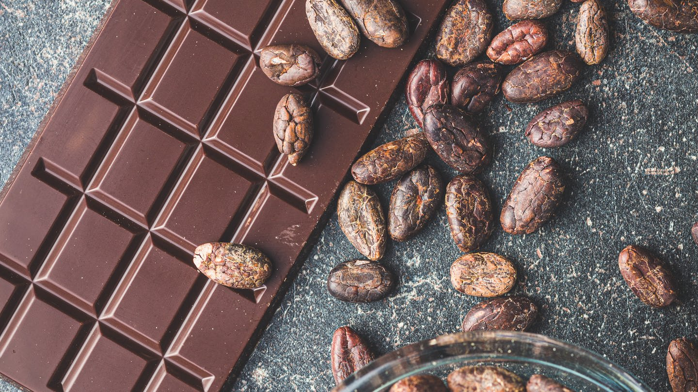 Schokolade und Kakaobohnen (Foto: picture-alliance / Reportdienste, picture alliance/Zoona / JIRI HERA)