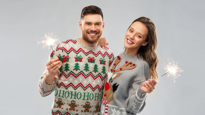 Weihnachtspullis (Foto: picture-alliance / Reportdienste, Zoonar | lev dolgachov)