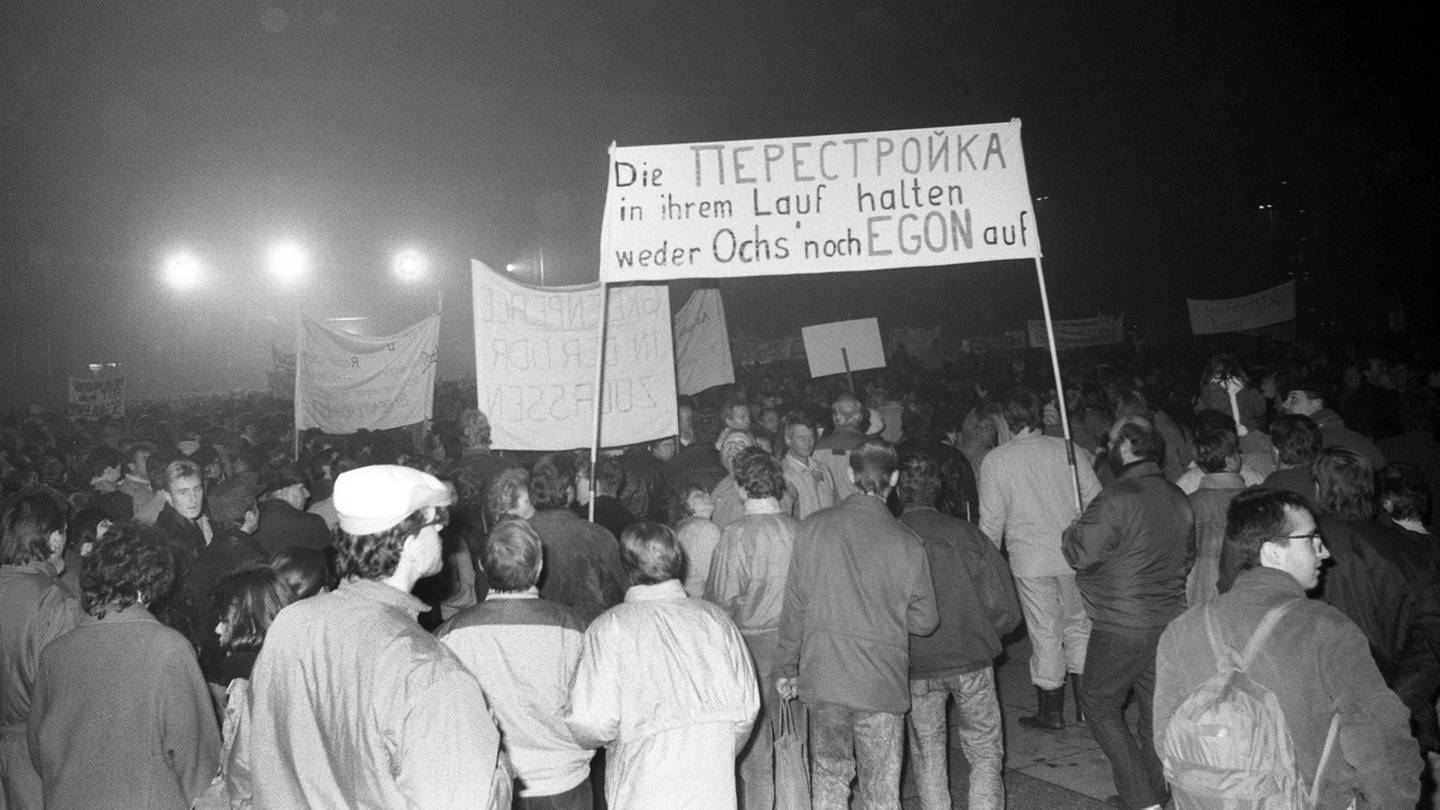 Montagsdemonstration am 13. November 1989 in Leipzig - auf dem Transparent steht