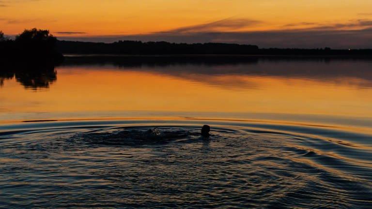 Mikroabenteuer: Nachtschwimmen (Foto: Imago/Photocase)