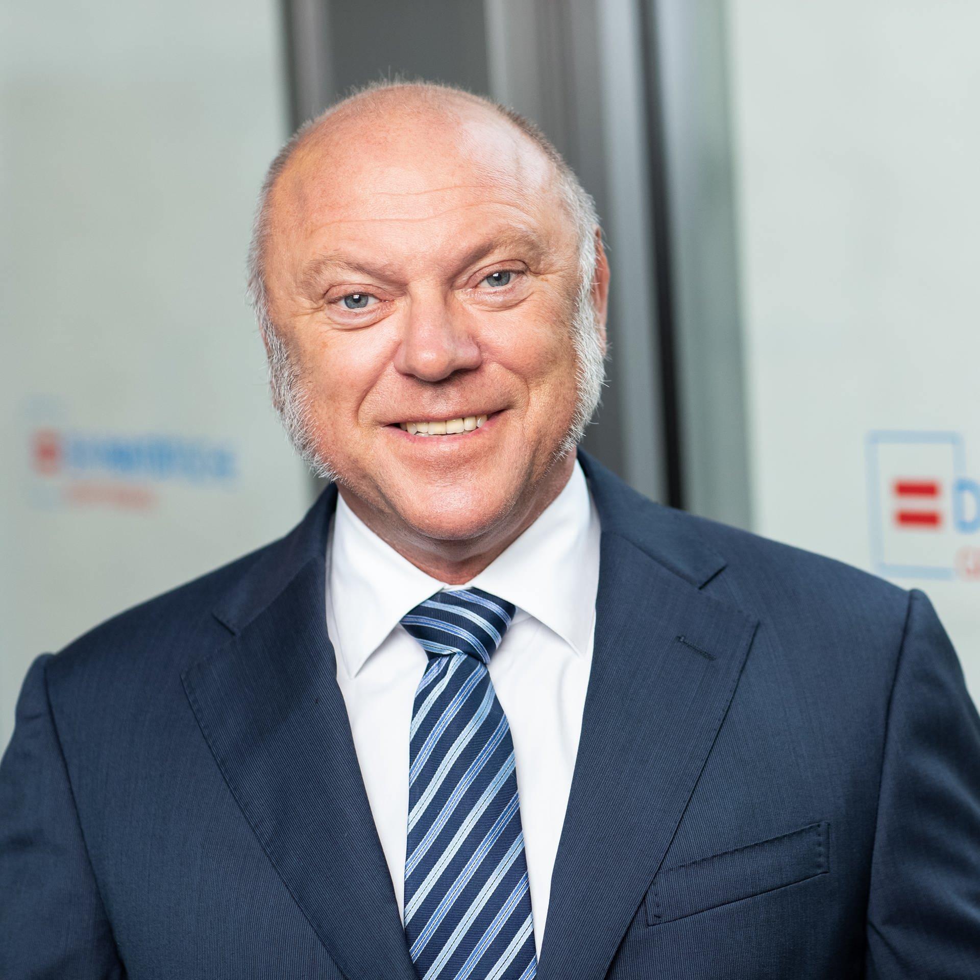 Ulrich Schneider   Hauptgeschäftsführer des Paritätischen Wohlfahrtsverbandes   Warnt vor Altersarmut und fordert eine radikale Rentenreform