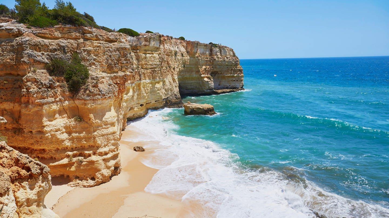 Besonders die Algarve ist bei vielen Urlaubern wegen ihrer Strände beliebt
