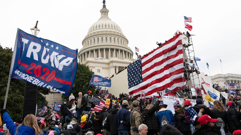 Trump-Anhänger stürmen das Kapitol in Washington (Foto: dpa Bildfunk, picture alliance/dpa/AP | Jose Luis Magana)
