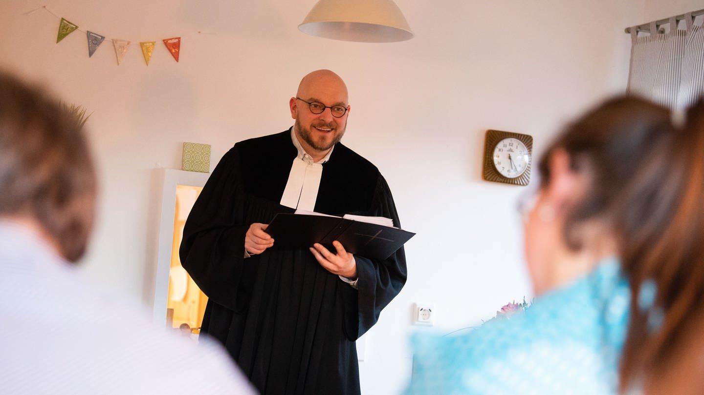 Pfarrer Hannes Schott (Foto: picture-alliance / Reportdienste, picture alliance/dpa | Nicolas Armer)