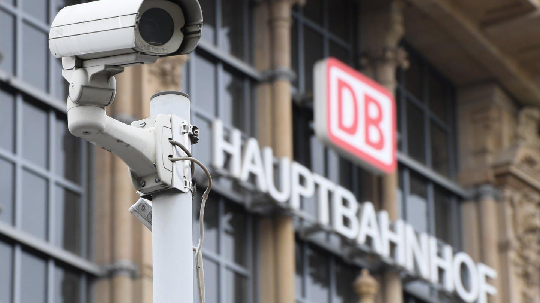 Videoüberwachung an Bahnhöfen? (Foto: dpa Bildfunk, Arne Dedert)