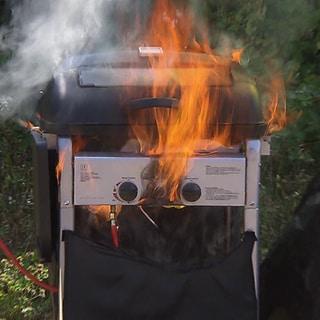 Gasgrill brennt (Foto: SWR)