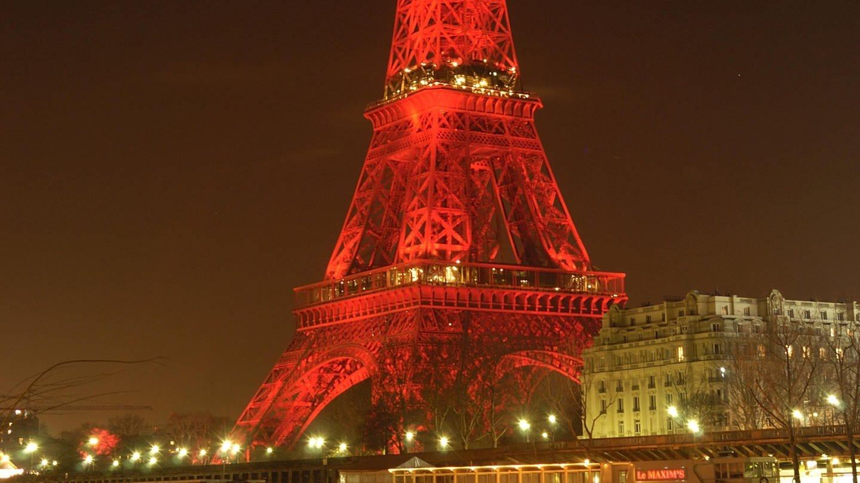 Eiffelturm bei Nacht, rot beleuchtet, Paris Frankreich (Foto: picture-alliance / Reportdienste, Gerd HAUSLER)
